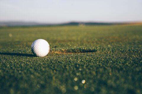 Tag på en aktiv og begivenhedsrig golfferie